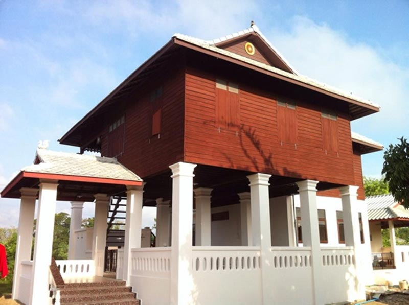 บ้านครึ่งปูนครึ่งไม้สวยได้ในงบประหยัด